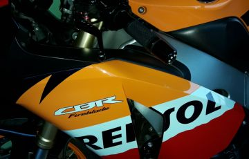 Honda Cbr 1000 RR Fireblade (Repsol) - Foto #2
