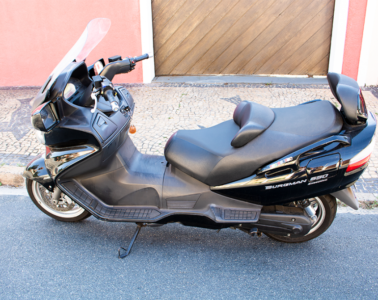 Suzuki Burgman 650 Executive - Foto #8
