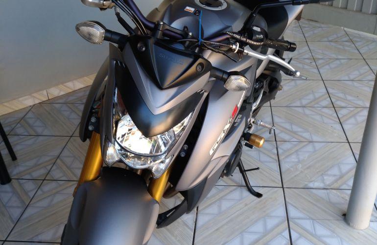 Suzuki Gsx S 1000A - Foto #2