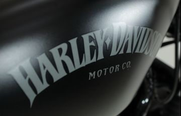 Harley-Davidson Sportster Iron 883 - Foto #9